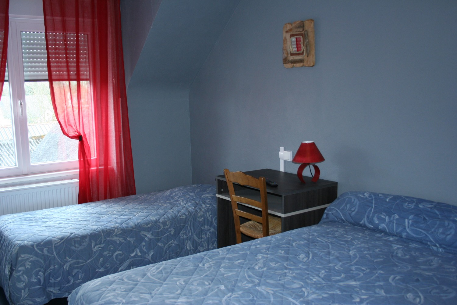 hotel-bruyeres-chambre-rouge